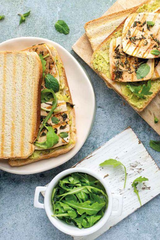 Toast con tofu e hummus di piselli