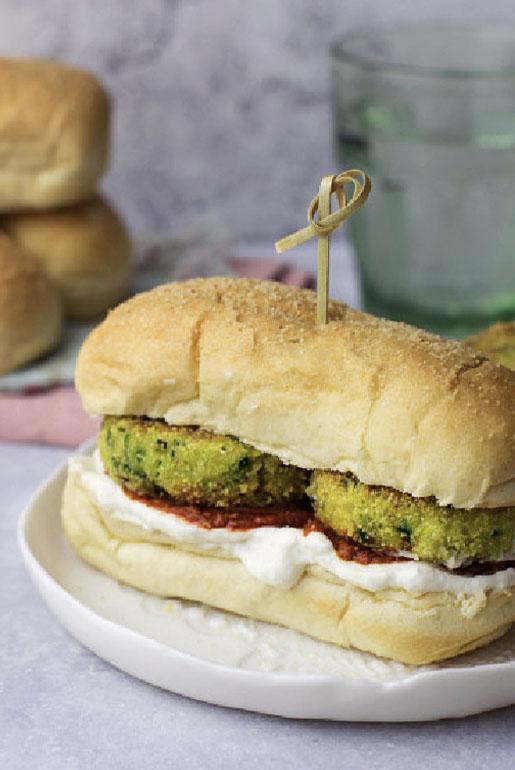 Bocconcini con miniburger di zucchine, formaggio spalmabile e patè di pomodori secchi
