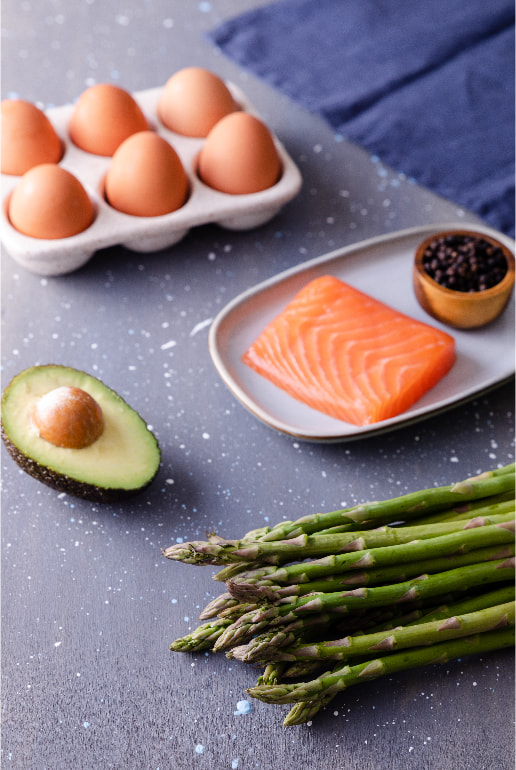 Wholemeal sandwich with salmon, avocado, egg and asparagus